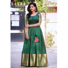 Long gown dress - Gowns and dress ideas from old sarees Simple Craft Ideas Saree Gown, Sari Dress, Frock Dress, Anarkali Dress, Chiffon Dress, Kalamkari Dresses, Ikkat Dresses, Half Saree Designs, Saree Blouse Designs