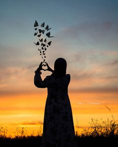 """Instagram'da ƤαѕƖı кιƖιт 🥀: """". Belki de benim memleketimde Deniz yok diye.. Bu kadar çok sevdim gökyüzünü ! . . . . . . . . . . #photographers_tr …"""" Hijabi Girl, Girl Hijab, Muslim Couples, Muslim Girls, Islamic Cartoon, Anime Muslim, Hijab Cartoon, Cute Profile Pictures, Best Urdu Poetry Images"""