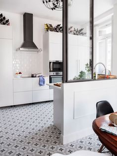 modern kitchen featured in micasa with vintage looking tile floors / sfgirlbybay, płytki moje, gwiazdki Modern Kitchen Interiors, Modern Kitchen Design, Interior Design Kitchen, Interior Modern, Sweet Home, Kitchen Cabinet Remodel, Kitchen Flooring, Kitchen Walls, Kitchen Tile