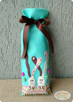 SAQUINHO PORTA BIS #artesanato #pascoa #enfeitesdepascoa #saquinhoportabis #bis Happy Easter, Easter Bunny, Craft Day, Easter Crafts, Party Favors, Quilts, Chocolate, Sewing, Crochet