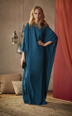 Championed for their sophistication and ease, the caftan is enjoying a moment in the spotlight. Right on cue, Moda brings you 25 exclusive gowns from our best-selling eveningwear brands, from Esme Vie to Marchesa to Sandra Mansour. Arab Fashion, Muslim Fashion, Green Chiffon Dress, Kaftan Designs, Modesty Fashion, Latest African Fashion Dresses, Oriental Fashion, Mode Hijab, Elegant Outfit