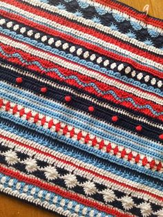 Crochet Iphone De creatieve wereld van Terray: Crochet Along a stripey blanket - Loading. I hope you have enjoyed this beautiful crochet, the free pattern is HERE so you can make a beautiful crochet. Crochet Home, Love Crochet, Beautiful Crochet, Diy Crochet, Crochet Crafts, Crochet Baby, Crochet Projects, Crotchet, Afghan Crochet Patterns