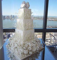 "877 Likes, 20 Comments - Grace Ormonde Wedding Style (@wedding_style) on Instagram: ""Distinctly @sylviaweinstock > 📷: @cavaweddings  #weddingcakes #weddingcakeideas"""