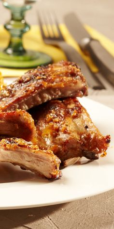 Spare ribs in honey and garlic marinade maggi.de- A great grill recipe for spare ribs with a homemade marinade made from sweet honey & spicy-aromatic garlic. Slow Cooking, Smoker Cooking, Cooking Ribs, Pork Chop Recipes, Burger Recipes, Barbecue Recipes, Grilling Recipes, Slow Cooked Ribs, How To Cook Ribs