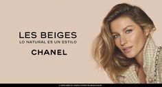 Y llegó el gran día de Chanel, así que las calles de París se llenan de chaquetas de tweed, bolsos 2.55, icónicos 'sglinbacks' y mucho blanco y negro