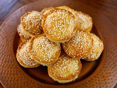 Tilly's Pastelles - A Sephardic recipe from Greg Henry's cookbook, Savory Pies - Meat hand pies with egg, parsley, and herbs sprinkled with sesame seeds. Jewish Recipes, Greek Recipes, Quiches, Simply Recipes, Healthy Eating Tips, Healthy Nutrition, Hand Pies, Recipe For 4, Love Food