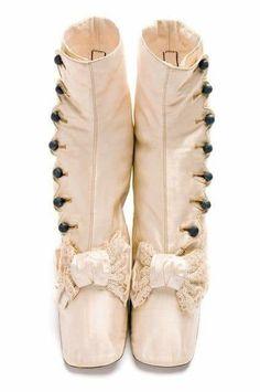 Vintage Shoes, Vintage Accessories, Vintage Outfits, Fashion Accessories, Victorian Shoes, Victorian Fashion, Vintage Fashion, Victorian Era, Antique Clothing