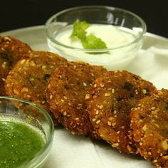 Singhara Flour Tikki is a appetizer which can served in fast (upvas) as well as normally with a little tweak in the ingredients. Breakfast Snacks, Breakfast Lunch Dinner, Breakfast Recipes, Indian Snacks, Indian Food Recipes, Farali Recipes, Navratri Recipes, Potato Patties, Biryani Recipe