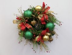 Show Me a red, green and gold Christmas wreath DIY