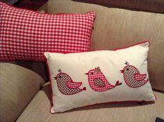 three in a row bird cushion Cute Pillows, Diy Pillows, Decorative Pillows, Throw Pillows, Diy Cushion, Cushion Covers, Pillow Covers, Patchwork Pillow, Quilted Pillow