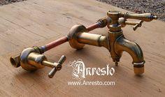 Antieke kraan, mengkraan. Voorzien van speciaal binnenwerk om bestand te zijn tegen de waterdruk van het moderne waterleidingnet.    http://www.antiek-anresto.be