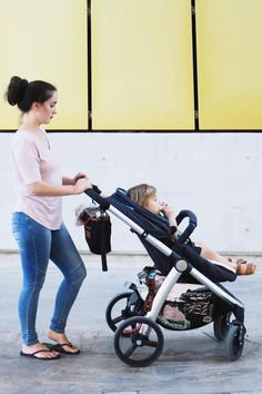 Are you looking for a 4 wheel stroller? Cosmopolitan includes infant and parent facing seat options. Discover all the clever features online!