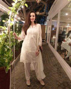 sana-javed 24 Ways to Wear All White Outfits Like Pakistani Celebrities Beautiful Dress Designs, Stylish Dress Designs, Designs For Dresses, Lovely Dresses, Stylish Dresses, Casual Dresses, Fashion Dresses, Fashion Pants, Women's Fashion