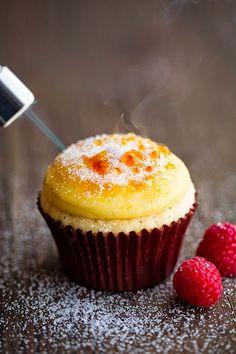 Claro sempre falo o que é bom tem que ser compartilhado, essa receita de cupcake brullé não é minha mas é divina, façam e depois me fala !!...