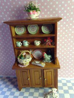 Küchenschrank mit Dekoration 1/12 von MiniMagicDreams auf Etsy, €27.00