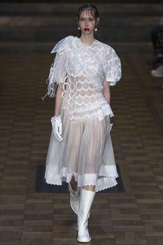Simone Rocha Spring 2017 Ready-to-Wear Fashion Show - Lorena Maraschi