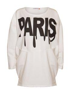Obszerna, wygodna i ciepła bluza z okrągłym dekoltem.