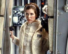 El mundo se despide de Carrie Fisher tras conocer la triste noticia de su muerte a los 60 años. Y una de las mejores maneras de recordarla es con el video que traemos a continuación: su primera prueba de cámara junto a Harrison Ford. ...