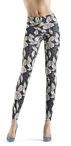 Oroblu Leaves Print Jeggings New In! These ankle length leggings are made from a printed scuba fabric with a gorgeous two-tone leaf print fabric. £29.99