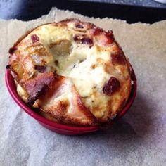 Bacon-, løg-, oste-gratin. Super hurtig morgenmad/frokost fra resterne i køleskabet