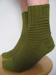 Knitted Socks Free Pattern, Knitting Socks, Knit Patterns, Crochet Chart, Knit Crochet, Winter Socks, Mittens, Tatting, Slippers