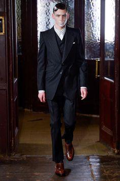 Alexander McQueen Fall 2020 Ready-to-Wear Fashion Show - Vogue Alexander Mcqueen, Mens Fashion Week, Fashion Show, Male Fashion, Costume, Stylish Men, Designer Collection, London Fashion, Unique Fashion
