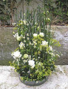 Book Review of Flower Arranging by Judith Blacklock | Flowerona