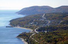 RN - St-Siméon. Saint-Siméon est le terminus ouest d'un traversier exploité en partenariat avec la Société des traversiers du Québec qui fait la navette avec Rivière-du-Loup sur la rive sud du Saint-Laurent. Les hameaux de Port-au-Persil, Rivière-Noire, Baie-des-Rochers et Port-aux-Quilles font partie de la municipalité. Charlevoix Quebec, Ontario, Rive Nord, La Rive, Saint Laurent, Canada, North Shore, Countryside, Cool Pictures