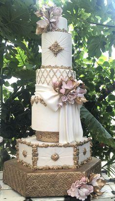 gold-amazing-wedding-cake
