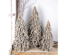 A Christmas tree in the living room will be made beautiful if the kind of lights chosen to be hung around it is correct Primitive Christmas, Twig Christmas Tree, All Things Christmas, Christmas Time, Christmas Wreaths, Christmas Crafts, Christmas Centerpieces, Christmas Tree Decorations, Holiday Decor