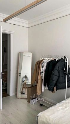 Room Design Bedroom, Small Room Bedroom, Room Ideas Bedroom, Big Mirror In Bedroom, Dorm Room, Dressing Room Design, Minimalist Room, Pretty Room, Aesthetic Room Decor