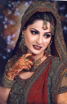 Pakistani Bridal Dresses 2018 and Pakistani Wedding Dresses which is most popular in Pakistani girls. Bridal dresses in the compulsory part in marriage. Indian Bridal Makeup, Bridal Hair, Pakistani Wedding Dresses, Asian Bride, Bride Makeup, Sexy Makeup, Wedding Wear, Wedding Couples, Wedding Ceremony