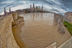 Zaragoza, Spain. Crecida del Ebro 2013.01.24. La riada, a su paso por Zaragoza.FERNANDO SOGUERO SANCHEZ