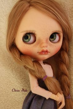 Aisha, my new custom girl is looking for a home. Customized by me. She is an original blythe playful raindrops, mold radiance + Work done: - Full carving of nose, philtrum, open mouth with tiny teeth added, lip lines and chin. Painted eyebrows, eyeshadaw, blush with a sprinkling of