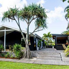 let's go to: The Atlantic at Byron Bay. the albatross inn at byron bay / sfgirlbybay Surf Shack, Beach Shack, Coastal Gardens, Coastal Homes, Black Exterior, Exterior Design, The Atlantic Byron Bay, Beach Cottage Style, Coastal Style