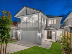 Hamptons Homes - Specialist Brisbane Builder | evermore Outside House Paint, Townhouse Exterior, Hamptons House, Hamptons Style Homes, Modern House Design, Modern Architecture House, House Painting, Facade House, House Facades