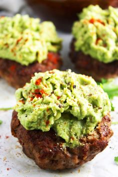 Guacamole Turkey Burgers [21 Day Fix] - Mexican spiced turkey, super simple guacamole, and one deliciously healthy meal! Easy and SO mouthwatering. Gluten free - TheGarlicDiaries.com (Gluten Free Recipes Bbq)