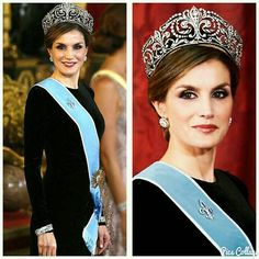 Queen Letizia with the Fleur de Lys tiara by Ansorena; a pair of huge studs; a fleur de lys brooch central motif of another Ansorena tiara; and the Cartier twins bracelets all in white diamonds  __________  La Reina Letizia con la tiara Flor de Lys de Ansorena; un par de pendientes grandes; un broche con flor de lys parte central de otra tiara de Ansorena; y las pulseras gemelas de Cartier todo con diamantes blancos  __________  #DeJoyaEnJoya #FromJewelToJewel #JewelryBlog #QueenLetizia…