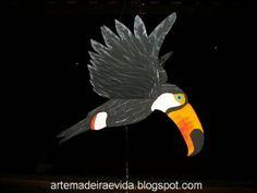 Móbile articulado de Tucano, grande 75 cm Bate as asas com o vento ou puxando o contra-peso. Pintado a mão.Veja outros móbiles de Araras: Canindé, Vermelha, Fantasia e Praia R$50,00