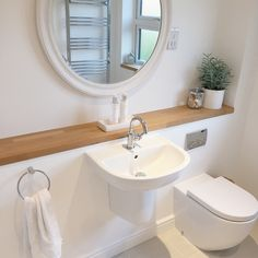 Simple And Small Attic Bathroom Design Ideas 48 Attic Bathroom, Family Bathroom, Small Bathroom, Zebra Bathroom, 1950s Bathroom, Ensuite Bathrooms, Bathroom Interior, Bad Inspiration, Bathroom Inspiration