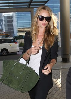 Rosie Huntington - Whiteley street style with Celine handbag. Rosie Huntington Whiteley, Fashion Models, Fashion Beauty, Girl Fashion, New Mode, Classic Chic, Swagg, Everyday Fashion, Passion For Fashion