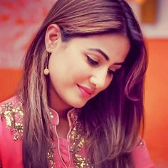 Beauty Queen Hina khan