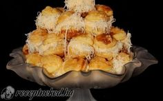 Szakállas pogácsa recept fotóval Snack Recipes, Cooking Recipes, Drink Recipes, Scones, Camembert Cheese, Macaroni And Cheese, Cauliflower, French Toast, Food And Drink