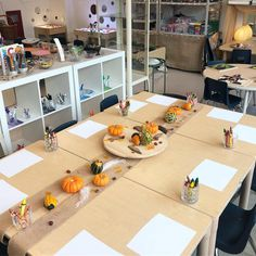 An invitation to draw what children observe about these autumn fruits Reggio Inspired Classrooms, Reggio Classroom, Preschool Classroom, Classroom Activities, Reggio Emilia, Autumn Activities, Preschool Activities, Reggio Children, Inspired Learning