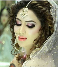 Pakistani makeup n hairstyling by kashif aslam at Kashee's beauty parlour Wedding Eye Makeup, Bridal Hair And Makeup, Bridal Beauty, Hair Makeup, Bridal Looks, Bridal Make Up, Pakistani Bridal Makeup, Bridal Mehndi, Half Up Curls