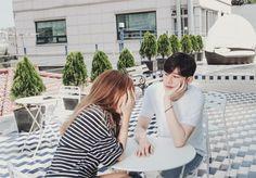 Tình yêu đôi lúc luôn khiến cho con người ta trở nên khờ dại... Couple Ulzzang, Ulzzang Girl, Korean Ulzzang, Girls In Love, Cute Girls, Couple Avatar, I Need A Boyfriend, Korean Couple, Super Happy