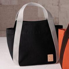 倉敷産帆布配色手提げバッグ 黒 Denim Tote Bags, Diy Tote Bag, Shoping Bag, Tote Bags For College, Patchwork Bags, Fabric Bags, Casual Bags, Cotton Bag, Cloth Bags