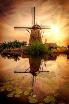 Kinderdijk, The Netherlands Holland Windmills, Old Windmills, Cool Pictures, Beautiful Pictures, Le Moulin, Fantasy Landscape, Beautiful Places To Visit, Beautiful Landscapes, Netherlands