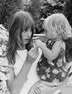 Jane Birkin and her daughter with daisies