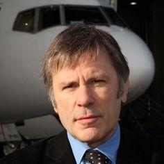 BLOG FLIGHT 666 - IRON MAIDEN BRASIL: Bruce Dickinson: fotos do trabalho na Cardiff Aviation